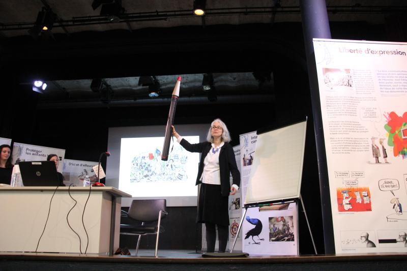 Agnès Lanchon sur la scène du théâtre de Notre-Dame du Grandchamp