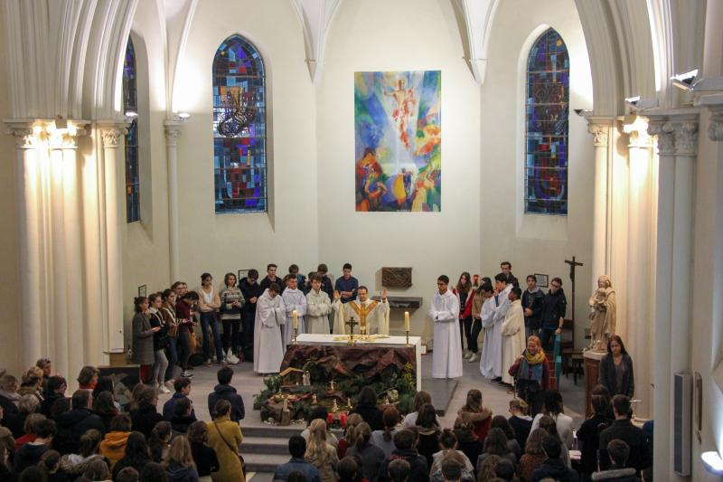 Père Plainecassagne présidant la messe d'entrée en Avent en la chapelle de Notre-Dame du Grandchamp
